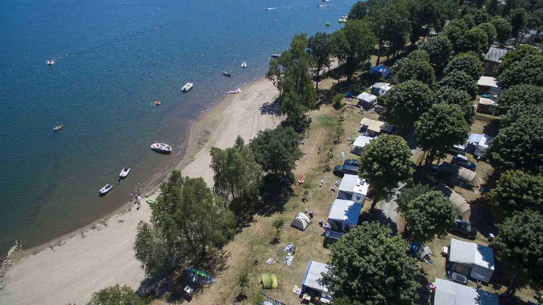 Photos aériennes professionnelles réalisées par Vayron Drone pour le camping l'hermitage dans l'hérault